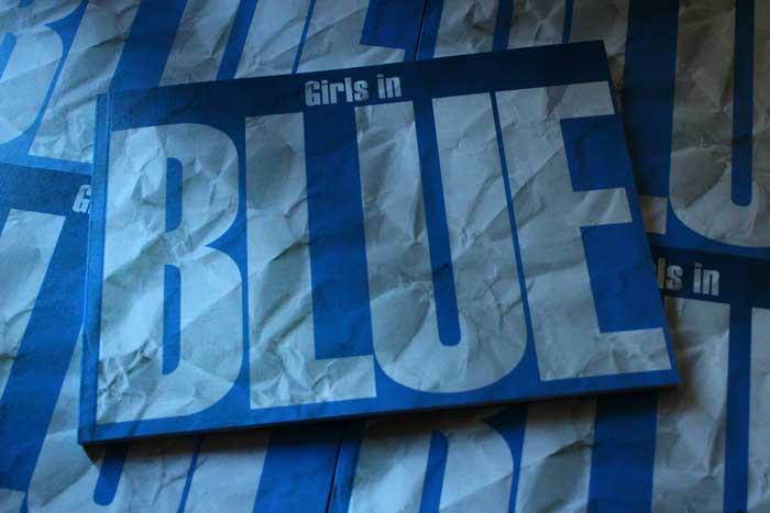 girls_in_blue_01